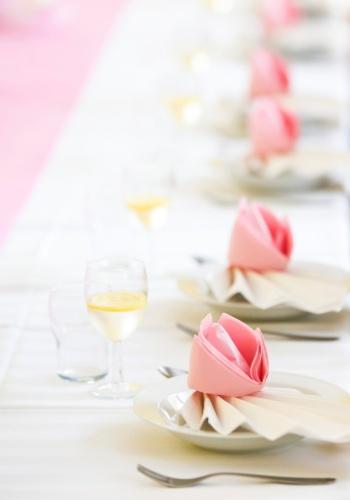 Invista na variedade de tons do rosa, a cor mais pedida para a ocasião. Seja em um tom mais vibrante ou mais clássico.