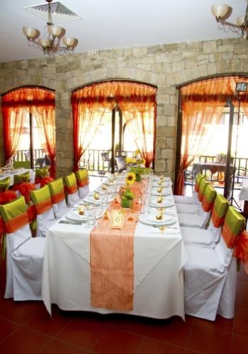 Verde e laranja - uma combinação que traz uma injeção de energia ao seu casamento com muita originalidade