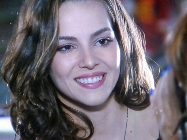 """20.mar.2014 - """"Em Família"""", Marina se insinua para Clara ao sugerir que ela deva aprender a fotografar"""