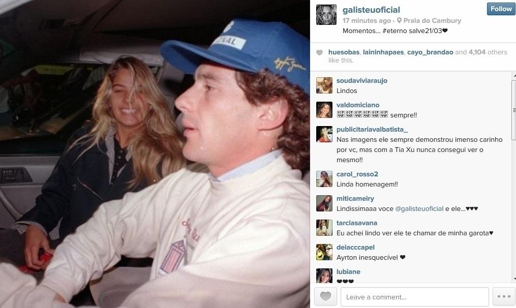 21.mar.2014 - Adriane Galisteu prestou homenagem ao ex-namorado, o pilot Ayrton Senna