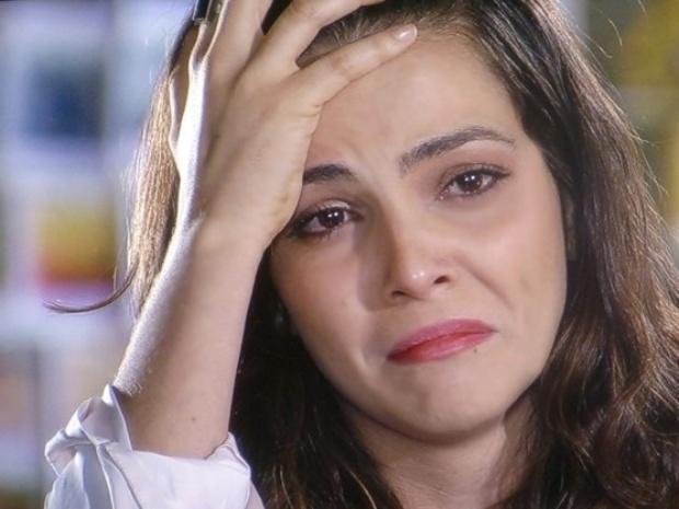 """21.mar.2014 - """"Em Família"""", Marina emociona ao dizer que irá se afastar de Clara"""