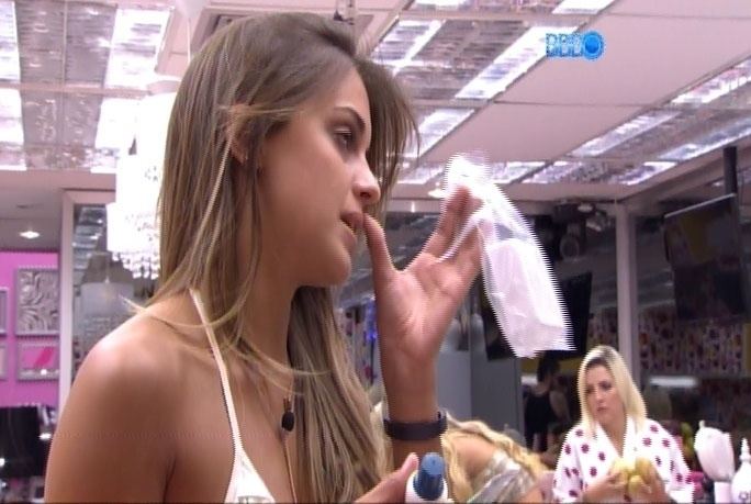 21.mar.2014 - Satisfeitas, sisters mostram o novo visual, após visita de Grazi Massafera e do cabeleireiro Marcos Proença