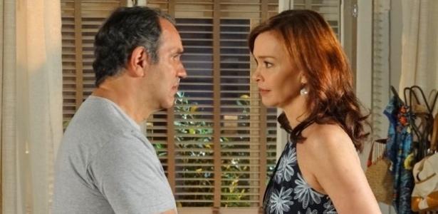 """Cena de """"Em Família"""" em que Vírgílio conta para Helena que teve uma briga com Laerte"""