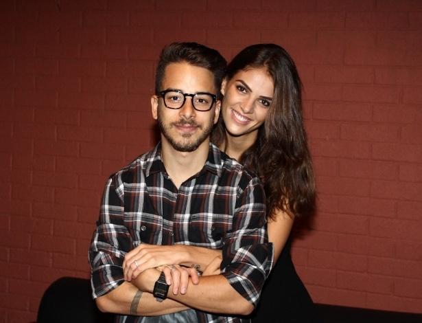 Noivo junior lima anuncia que ir casar ainda em 2014 for Muralha e sua esposa