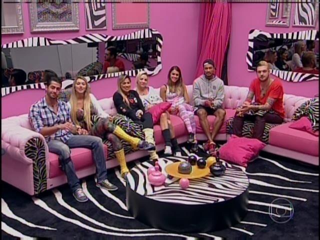 23.mar.2014 - Pedro Bial anuncia que eliminação será logo no começo do programa ao vivo.