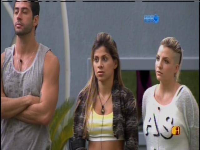 23.mar.2014 - Clara critica Marcelo e Tatiele; e Vanessa diz que ficou com dó de Cássio