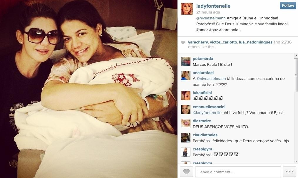 24.mar.2013 - Nívea Stelmann recebeu visita de Antonia Fontenelle na maternidade, no Rio, onde está com Bruna. Nívea deu à luz na madrugada deste domingo
