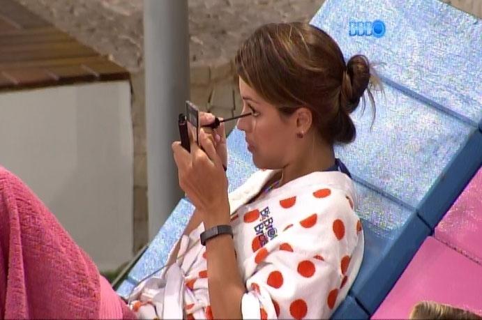 24.mar.2014 - Após votação, Angela diz que não consegue mais olhar na cara de Marcelo