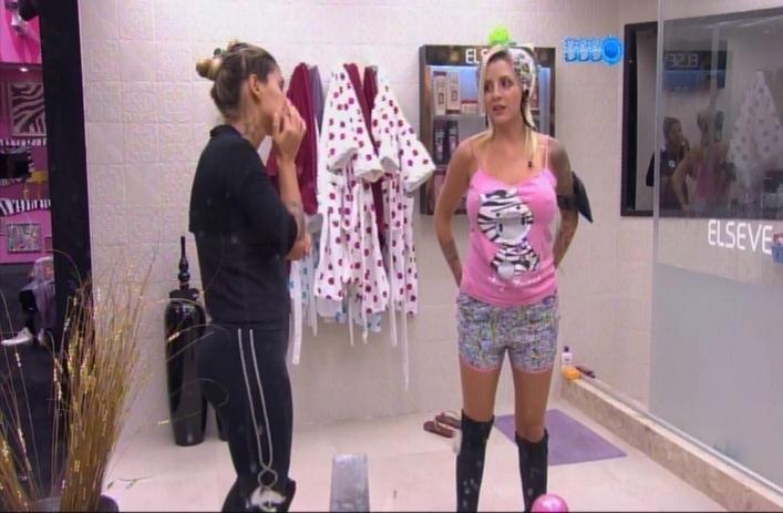 24.mar.2014 - Clara sugere que Marcelo possa se vingar dos oponentes através dos alimentos.