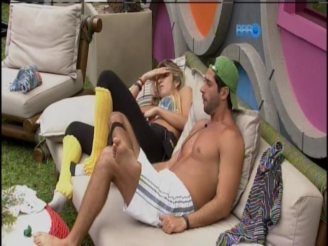 24.mar.2014 - Emparedados, Marcelo e Tatiele falam de Angela