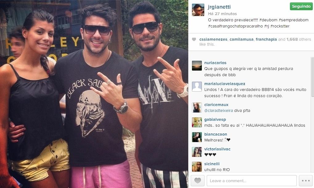 24.mar.2014 - Junior publica foto com o casal Diego e Franciele: