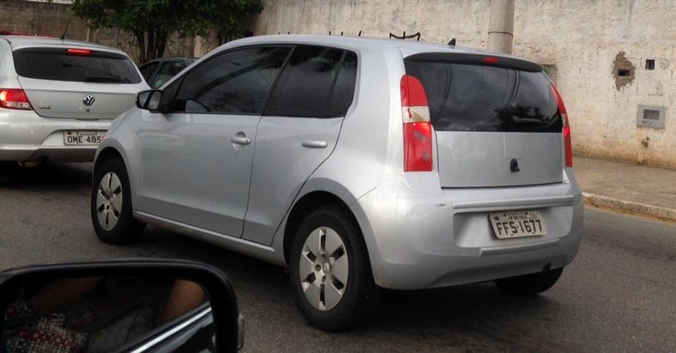 Volkswagen up!, versão duas-portas, é visto em São Caetano do Sul (SP) pelo leitor Leonardo Di Angelis