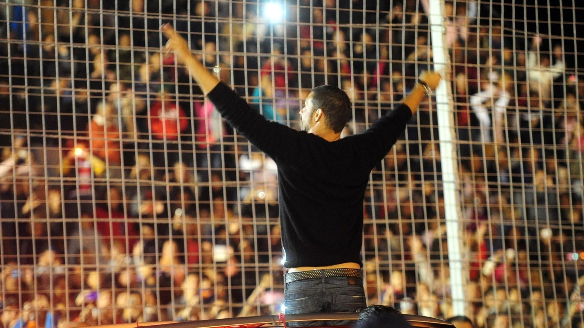 23.mar.2014 - Cauã Reymond prestigia a quinta edição do Carnaval da cidade de San Luís, na Argentina. O ator é conhecido no país pelo Jorginho de