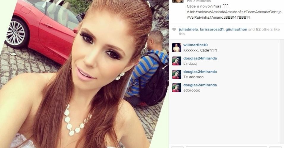 25.mar.2014 - Amanda faz foto selfie e brinca na legenda: