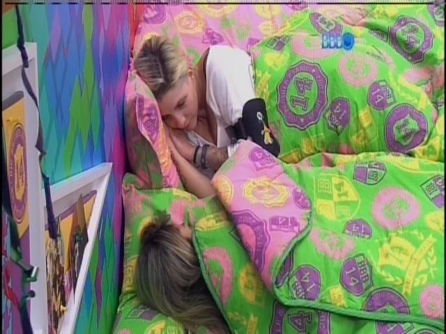25.mar.2014 - Clara e Vanessa temem serem indicadas para paredão, caso Marcelo se livre da berlinda