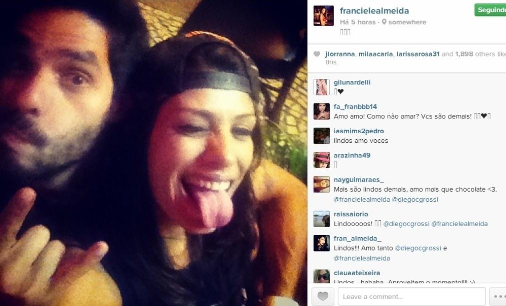 25.mar.2014 - Franciele e Diego, que continuaram o namoro pós-BBB, fazem careta para foto