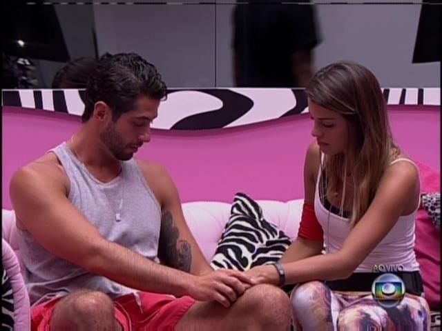 25.mar.2014 - Líder Marcelo perdoa Angela e indica Clara para formar o 16º paredão contra Valter