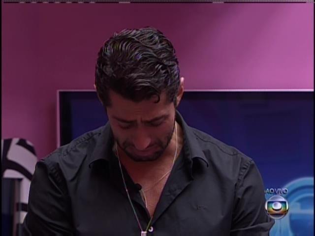 25.mar.2014 - Marcelo chora ao se livrar do quarto paredão seguido.