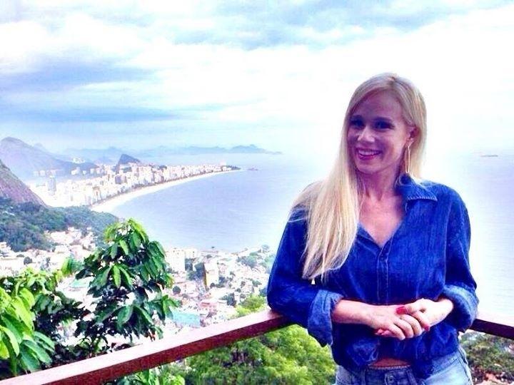 13.mar.2014 - Mariana Ximenes posa no morro do Vidigal, no Rio de Janeiro, após realizar ensaio para a revista