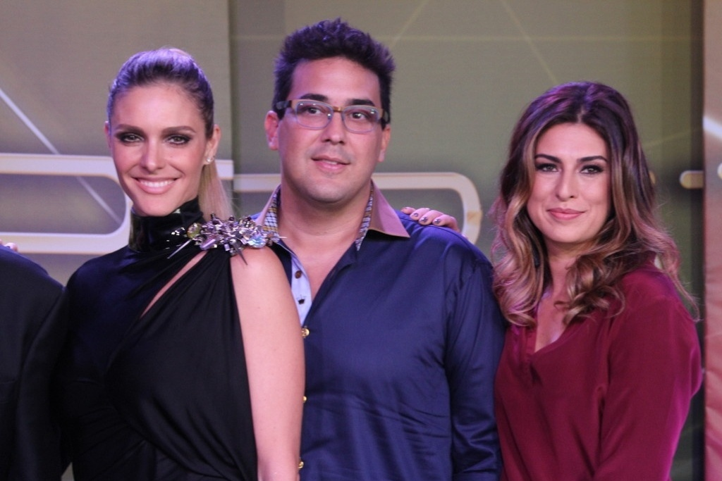 26.mar.2014 - Fernanda Lima, André Marques e Fernanda Paes Leme comandam o