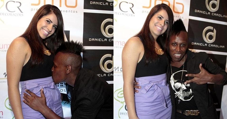 26.mar.2014 - Neném beija barriga da namorada que está fazendo tratamento para engravidar