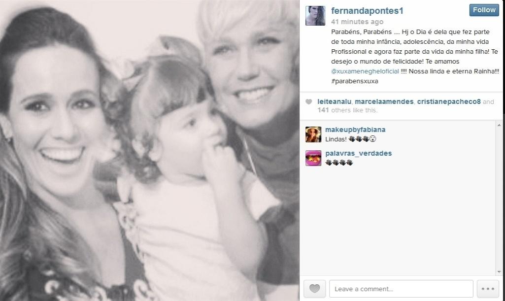 27.mar.2014 - A atriz Fernanda Pontes também homenageou a apresentadora publicando uma foto sua com a filha e Xuxa.