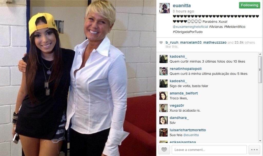 27.mar.2014 - A cantora Anitta parabenizou Xuxa publicando uma foto das duas juntas com as hashtags: #arianas,