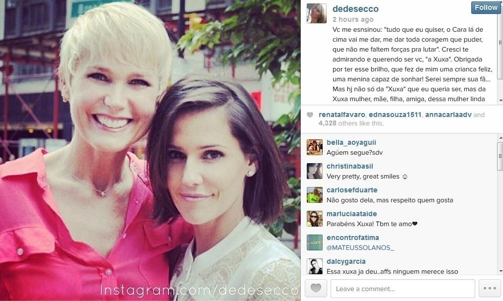 27.mar.2014 - Deborah Secco usou seu perfil do Twitter para parabenizar Xuxa pelos 51 anos de idade.