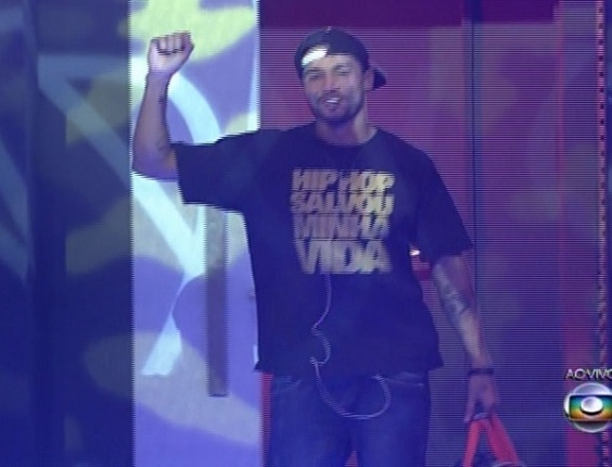 27.mar.2014 - E com 75% da preferência popular, o rapper Valter Slim é eliminado do programa