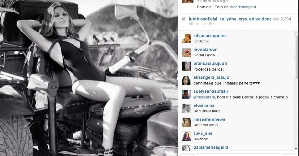 27.mar.2014 - Grazi Massafera publica foto de ensaio em que aparece de maiô