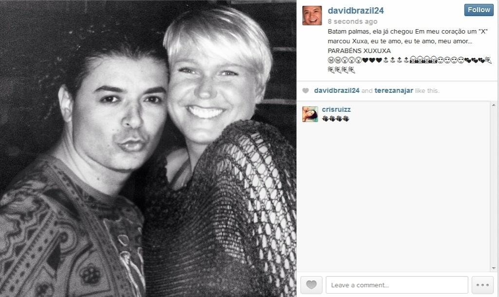 27.mar.2014 - O promoter David Brazil se declarou para Xuxa, dizendo que ela marcou um X em seu coração.