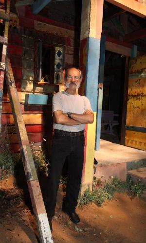 """27.mar.2014 - Osmar Prado na coletiva de imprensa de """"Meu Pedacinho de Chão"""", no Projac, no Rio de Janeiro"""