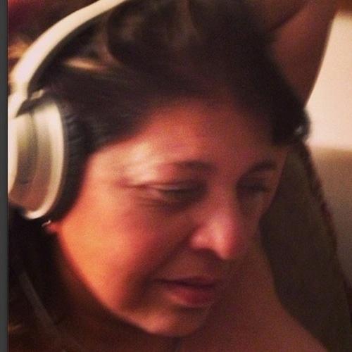 """""""Aguardem! Surpresa de matar os corações apaixonados"""", disse Roberta Miranda, dando a entender que vem música por aí"""