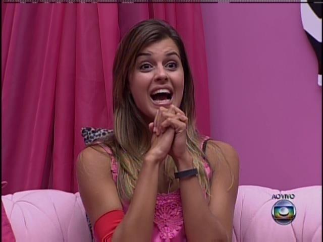 28.mar.2014 - Angela fica feliz ao saber que venceu a prova de quinta-feira, mas...