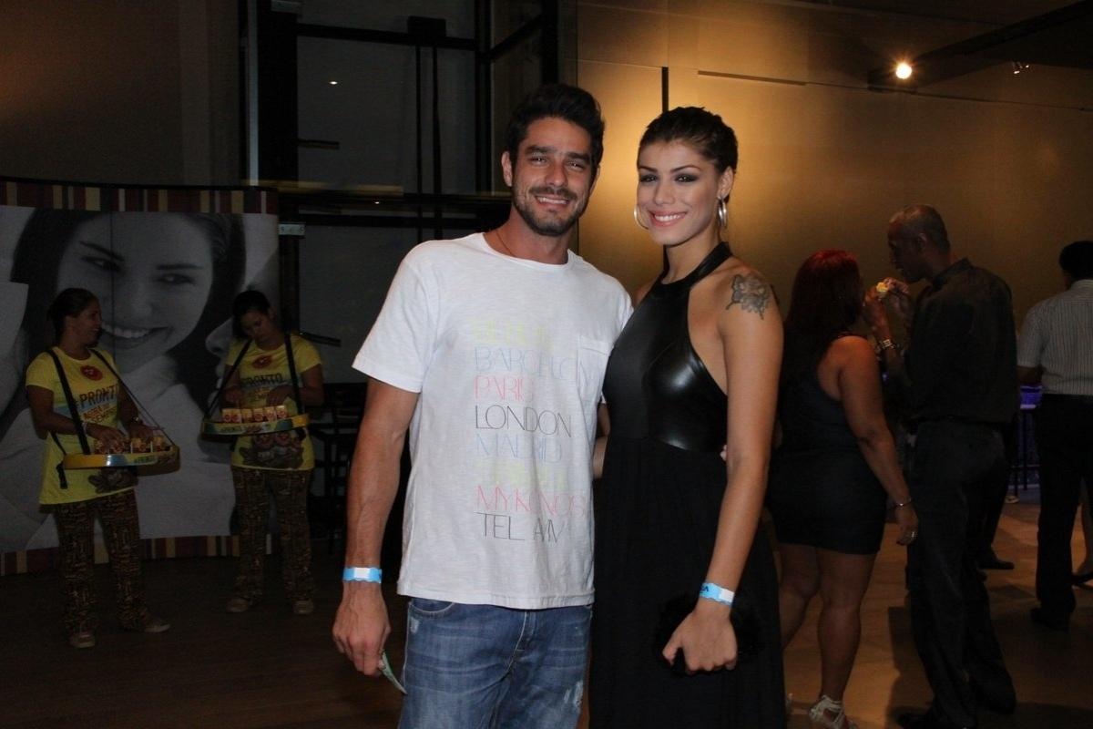 28.mar.2014 - Diego e Franciele vão ao show do cantor Fagner