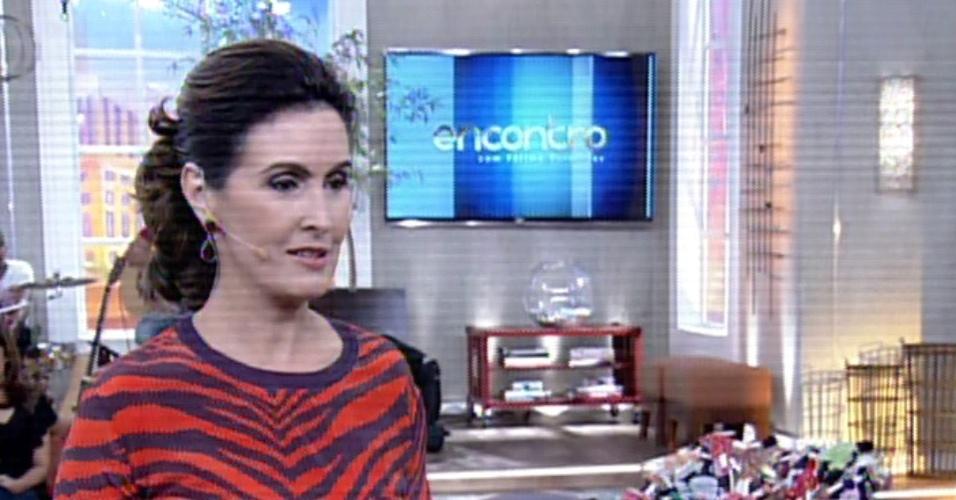 28.mar.2014 - Fátima Bernardes fala sobre alianças durante o