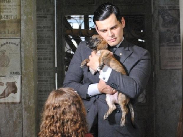 Pérola procura seu cachorrinho e Manfred se aproveita da situação para sequestrá-la