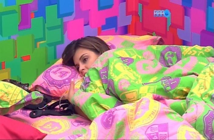 29.mar.2014 - Angela ficou curiosa sobre como estaria o relacionamento de Roni e Tatiele e perguntou a Marcelo se ele acha que os dois continuam juntos