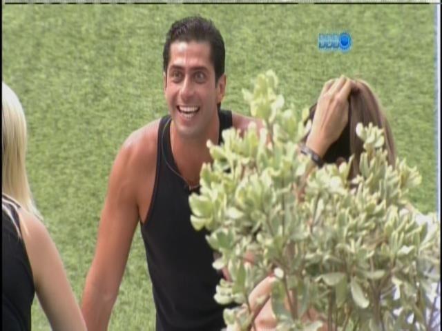 29.mar.2014 - Marcelo imita ator que faz merchandising de supermercado dentro do programa