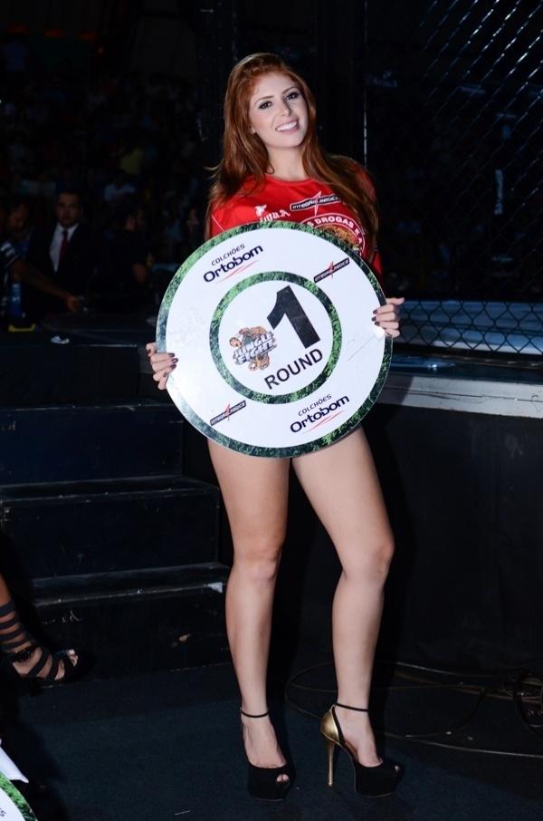 29.mar.2014 - Amanda estreia como ring girl no Jungle Fight de Walid Ismail, em Foz do Iguaçu (PR)