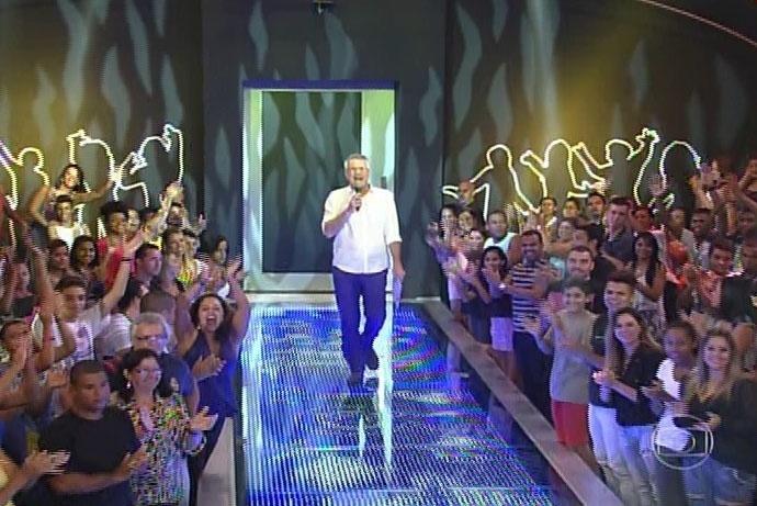 30.mar.2014 - Bial volta do intervalo para anunciar o eliminado; paredão teve mais de 35 milhões de votos, segundo o apresentador