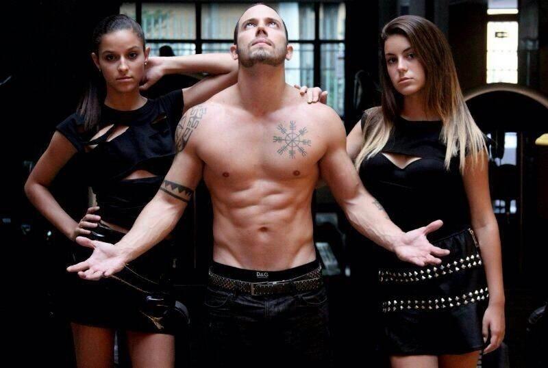 30.mar.2014 - João Almeida faz ensaio sensual em uma academia no Rio de Janeiro