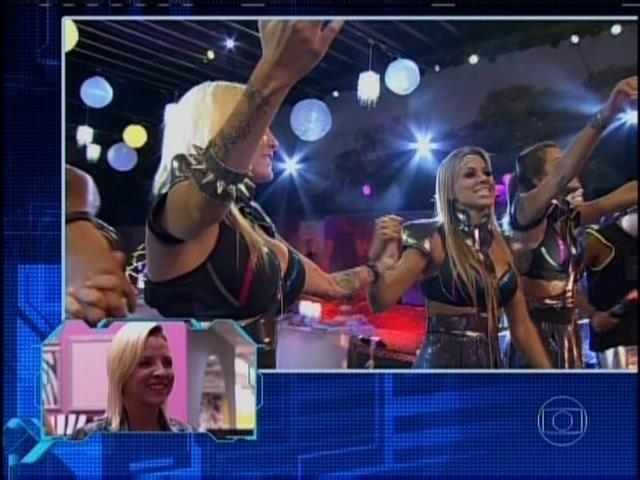 31.mar.2014 - Clara e Vanessa relembram show do Lulu Santos