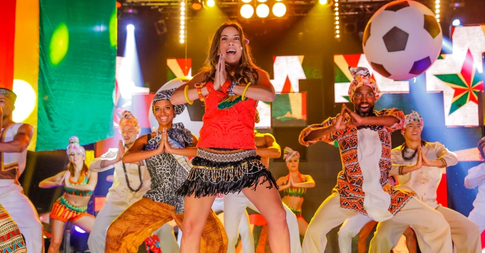 31.mar.2014 - Patrícia Abravanel se transforma na cantora Shakira para o