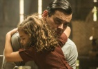 """Em """"Joia Rara"""", Manfred conta para Pérola seus planos de fugir do país - Cynthia Salles/TV Globo"""