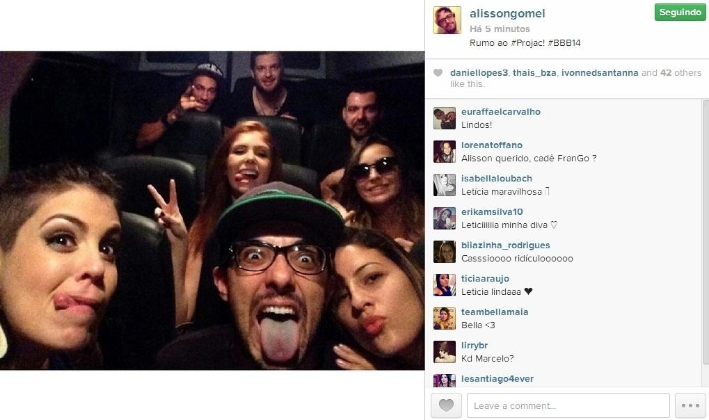 01.abr.2014 - Alisson posta foto com os ex-participantes e escreve: