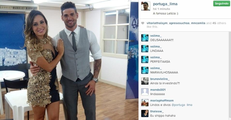 """01.abr.2014 - Rodrigo posta foto com Letícia: """"A famosa Letícia :)"""""""