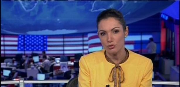 """1.abr.2014 - Patrícia Poeta recebeu críticas dos internautas pelo figurino usado no """"Jornal Nacional"""""""