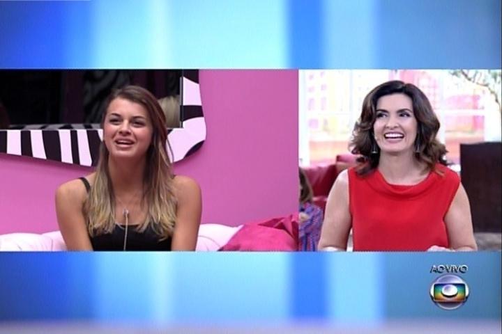 1º.abril.2014 - Fátima Bernardes conversa com Angela. A apresentadora brincou com as sisters, ao dizer que o