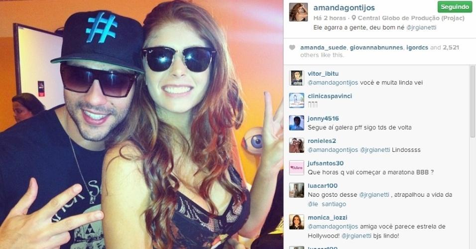 02.abr.2014 - Amanda posta foto com Junior e escreve: